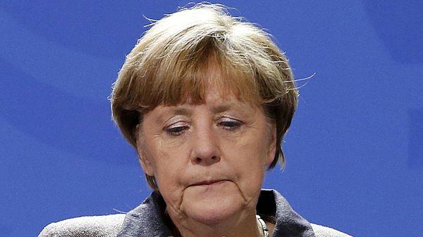 Unter Druck: Merkel kommt aus Urlaub in der Uckermark zurück