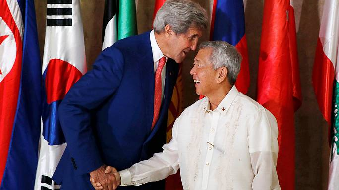 Kerry urges talks between China and Philippines on South China Sea