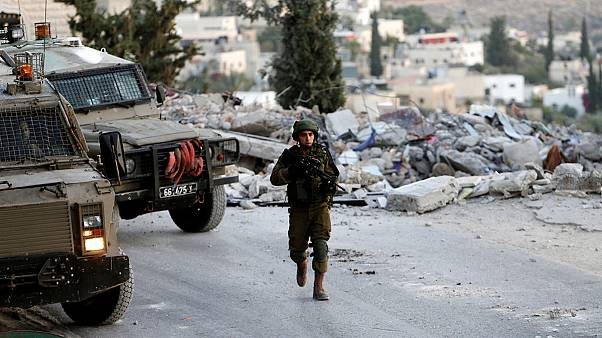 حمله ارتش اسرائیل با ماشین آلات و سلاح سنگین به فلسطینی متهم به قتل یک خاخام