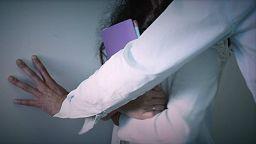 Totgeschwiegen: Sexuelle Belästigung am Arbeitsplatz