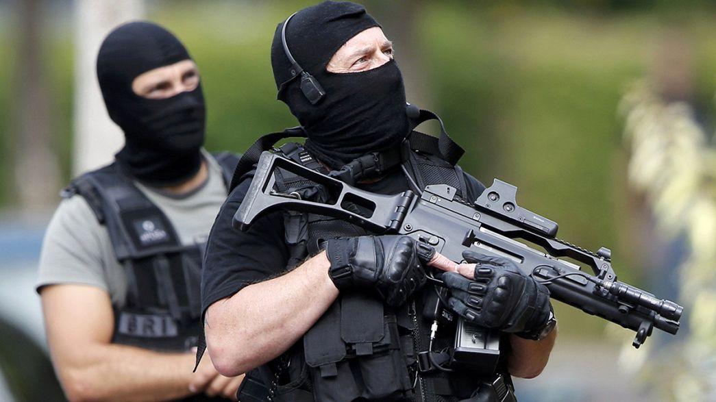 Во Франции будут усиленно охранять церкви, мечети и синагоги
