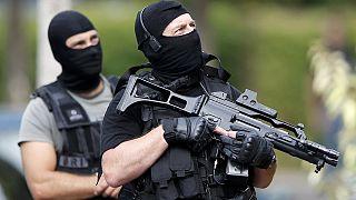 A vallási helyeket is bezárhatják a franciaországi támadások után