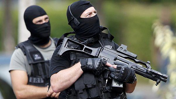 França: Face ao terrorismo, líderes políticos e religiosos apelam à coesão nacional
