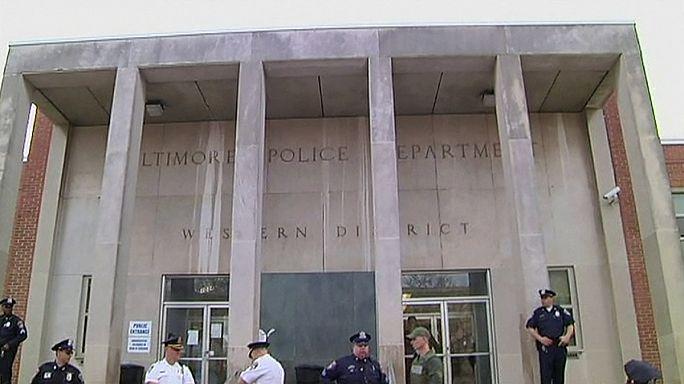 Se retiran los cargos contra tres policías por la muerte de un joven negro en EE.UU.