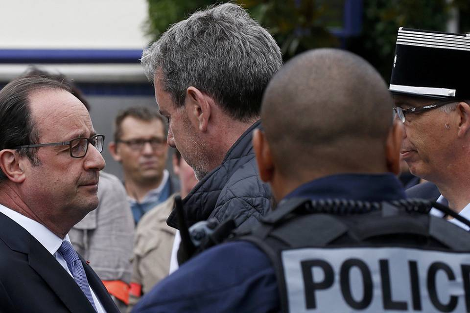 France must 'do everything to defend the Republic' in wake of attacks