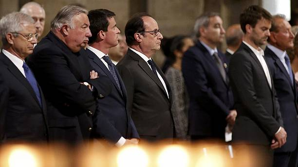 Messa a Notre-Dame de Paris per ricordare padre Jacques, applausi per Hollande