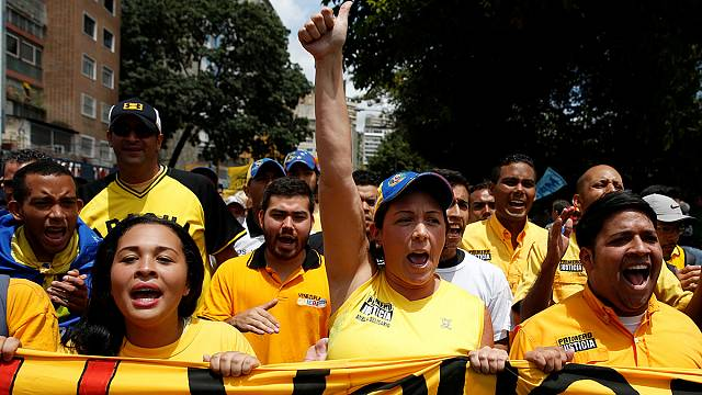 فنزويلا: مظاهرات لمطالبة المجلس الوطني الانتخابي بسرعة البت في اقامة استفتاء لاقالة مادورو