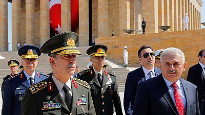 """Dimiten dos generales turcos horas antes de una reunión para poner """"patas arriba"""" el Ejército"""