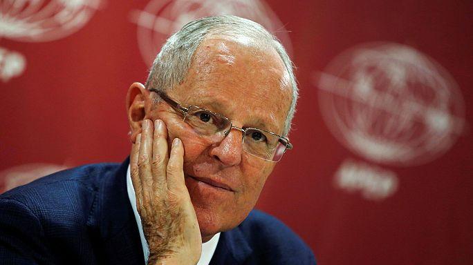 Fuvolázó technokrata lett Peru elnöke