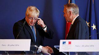 Johnson asegura en París que el Reino Unido quiere seguir cerca de Europa
