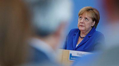 Angela Merkel responde con firmenza a los ataques políticos