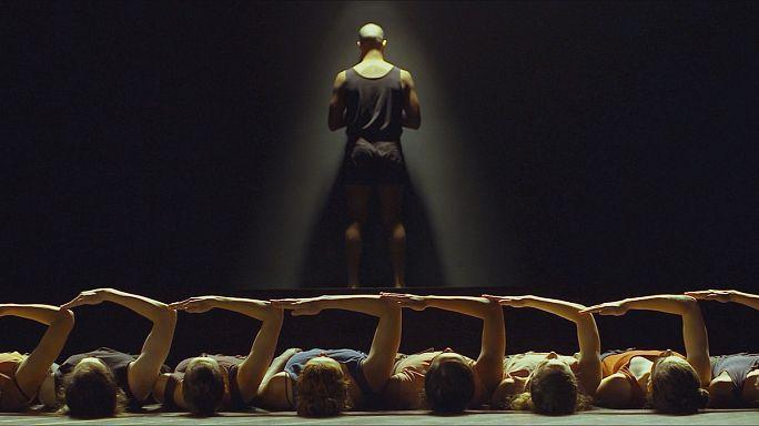 """""""السيد غاغا"""" ... رحلة عاطفية في فصول حياة مصمم الرقص أوهاد نهارين"""