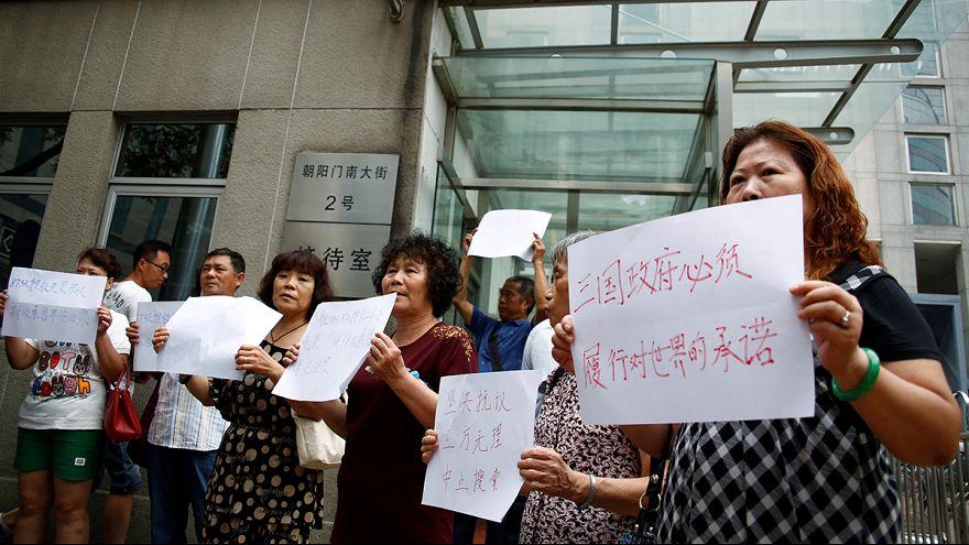 China: familiares dos desaparecidos do voo MH370 protestam