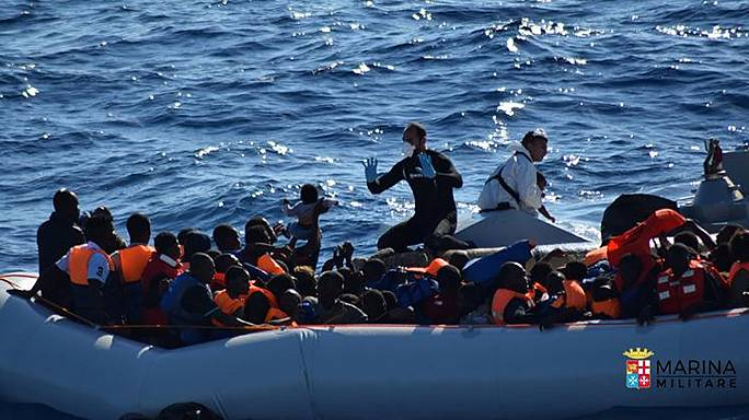 Мигранты ежедневно прибывают в Италию, несмотря на попытки переубедить их