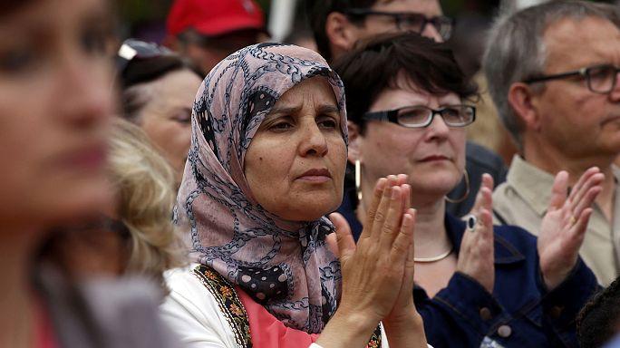 Fransa'da Müslümanlar Hristiyanların acısını paylaştı