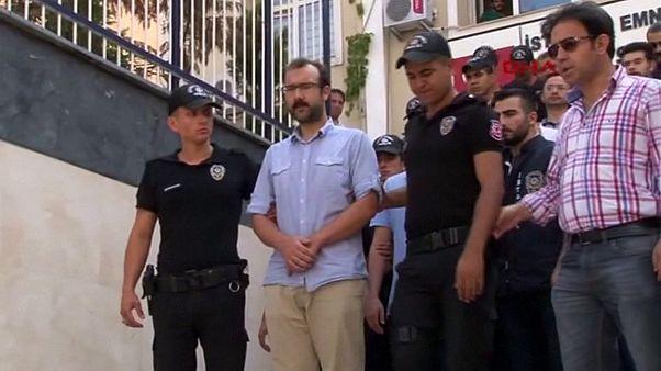 21 jornalistas turcos presentes a tribunal