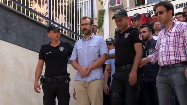Turkey: Journalists face court as media crackdown intensifies