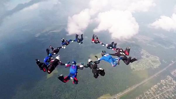 Militär-WM im Fallschirmspringen