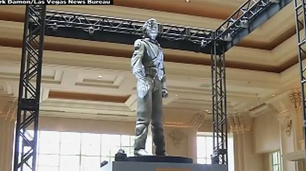 رونمایی از مجسمه مایکل جکسون در «سیرک خورسید»