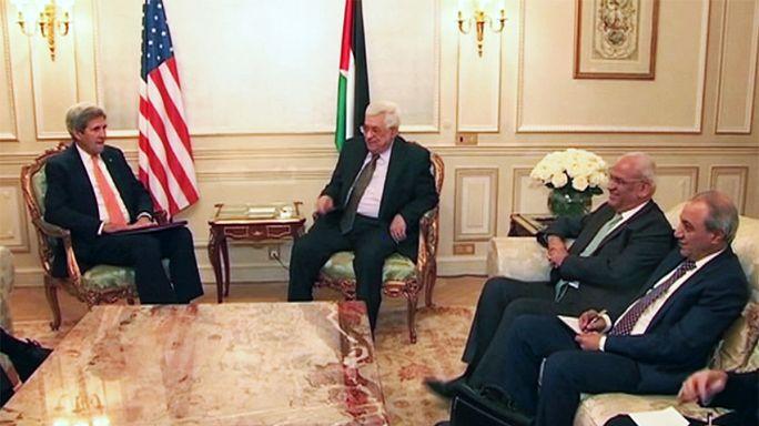 كيري وعباس في باريس لبحث عملية السلام الفلسطينية-الاسرائيلية