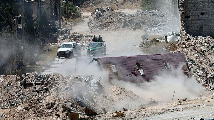 """العائلات السورية تغادر حلب عبر الممرات التي تصفها المعارضة بـ """" ممرات الموت"""""""