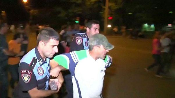 Erivan'daki çatışmalarda 1 polis hayatını kaybetti