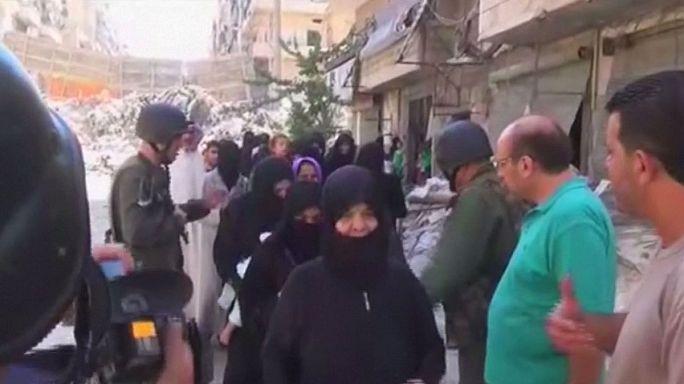 İnsani koridoru kullanan onlarca aile Halep'ten tahliye edildi