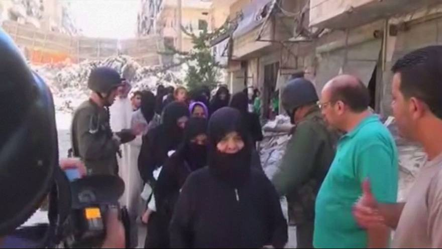 Aleppo: Dutzende Familien fliehen aus belagerter Stadt