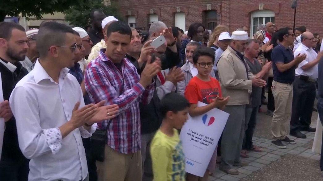 المسلمون والمسيحيون يصلون في مختلف كنائس فرنسا للتنديد بالإرهاب