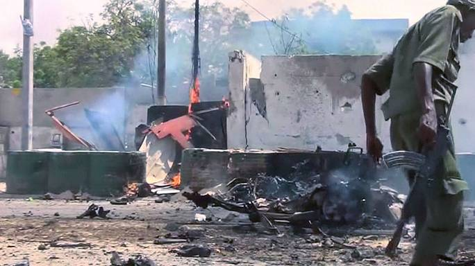 Somalia: at least seven dead in al Shabaab-claimed bomb and gun attack