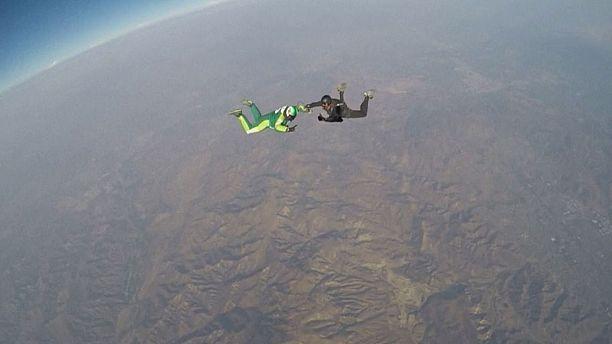 Parachute-free daredevil