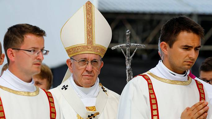 Pope 'talks technology' as he ends World Youth Day in Poland