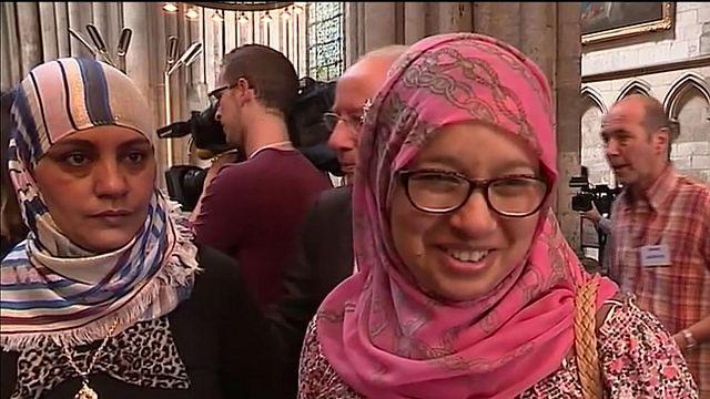 """تعالت صلوات المسلمين والمسيحين من قلب كنيسة""""نوتر دام دو روان"""""""