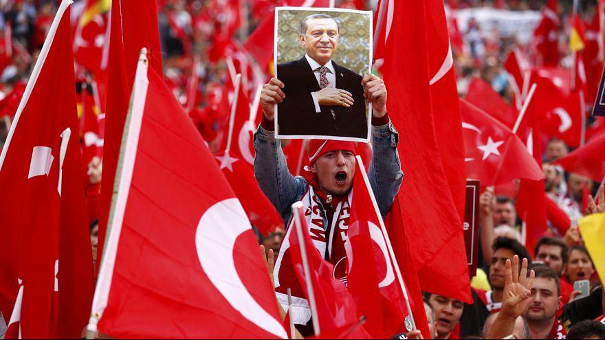 Decenas de miles de manifestantes pro Erdogan salen a la calle en Colonia