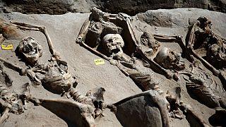 کشف یک گور جمعی باستانی در یونان