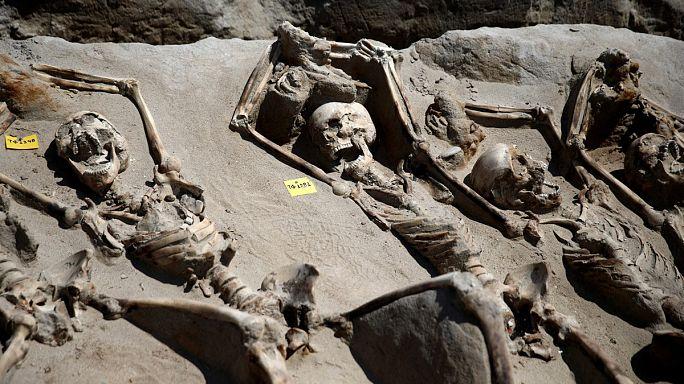 Atina'da başarısız darbecilere ait olabilecek antik toplu mezar bulundu
