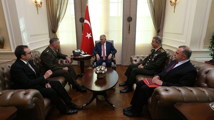 Турция: визит американского генерала вызвал протесты