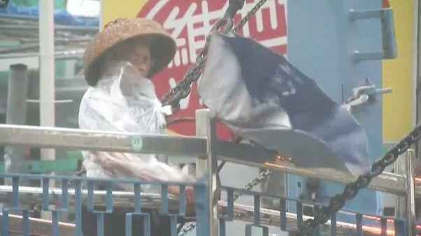"""Тайфун """"Нида"""" обрушился на Гонгконг"""