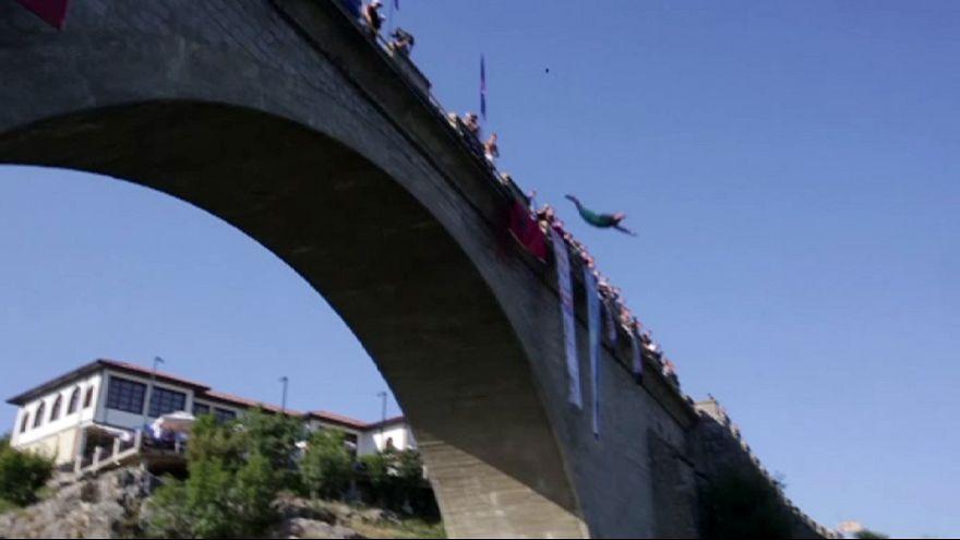 Campeonato de saltos desde grandes alturas en Kosovo