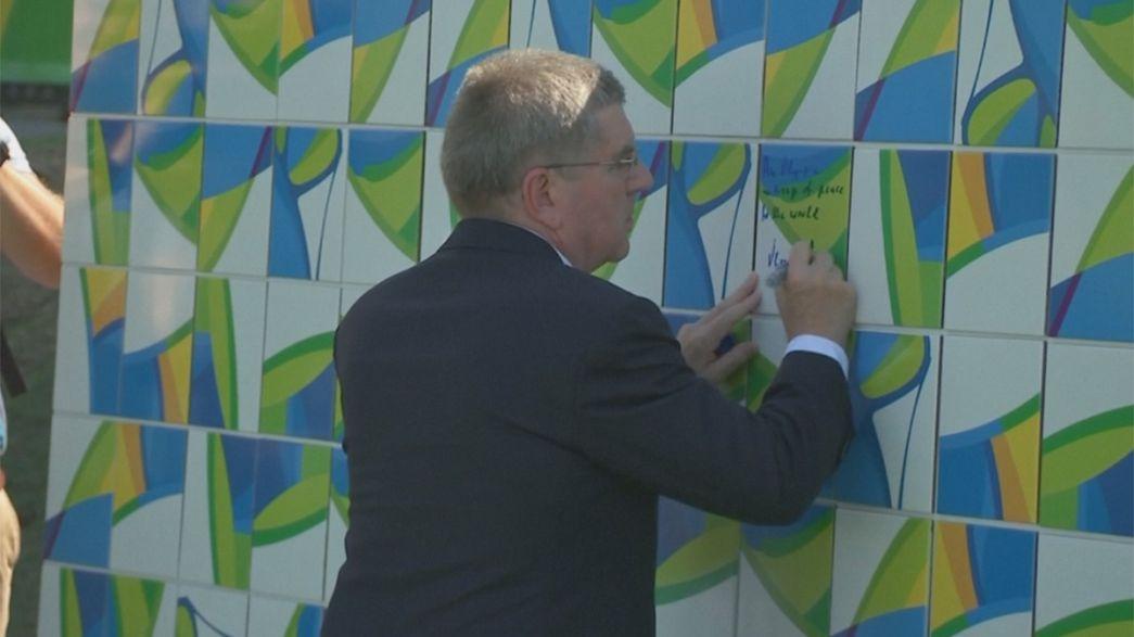Открыта олимпийская ''Стена мира''