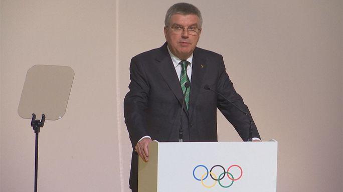 توماس باخ يدافع عن قرار اللجنة الأولمبية بعدم إستبعاد جميع الرياضيين الروس