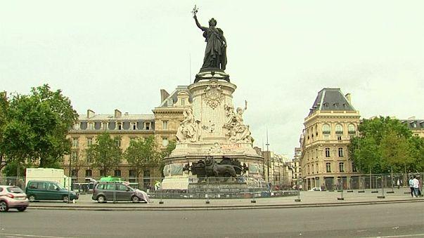 Paris cleans-up makeshift memorial for terror victims