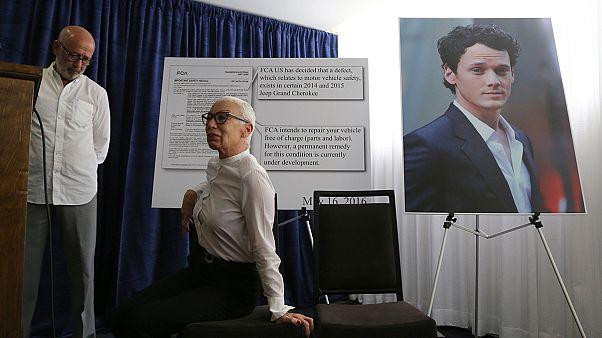 Los padres del actor Anton Yelchin demandan a Fiat