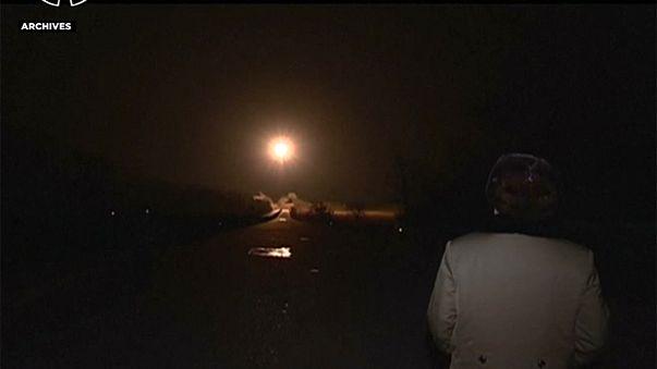 КНДР запустила две ракеты, одна взорвалась