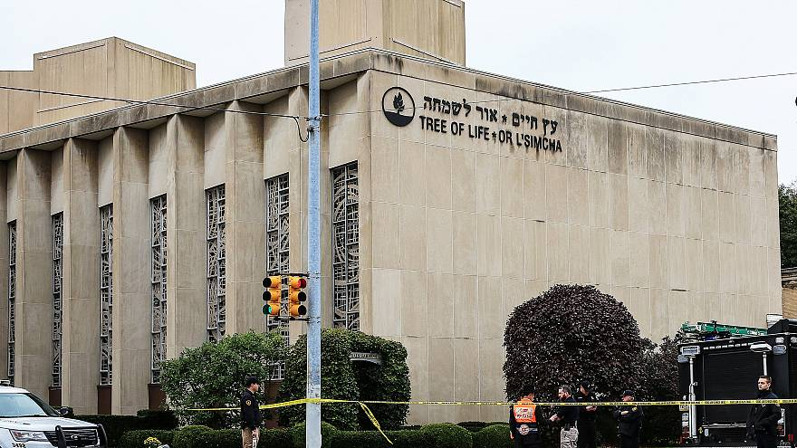 Image: Police officers guard the Tree of Life synagogue following shooting