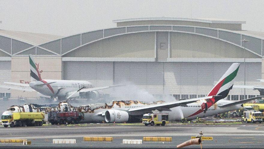 Emirates Havayolları'na ait yolcu uçağı pistte alev aldı