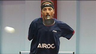 """Vidéo du champion de ping-pong dépourvu de bras, pour qui """"rien n'est impossible"""""""
