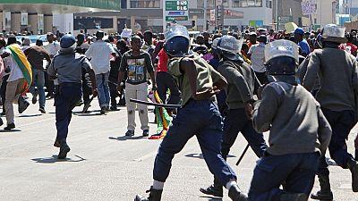La police zimbabwéenne réprime violemment des manifestations anti-gouvernement