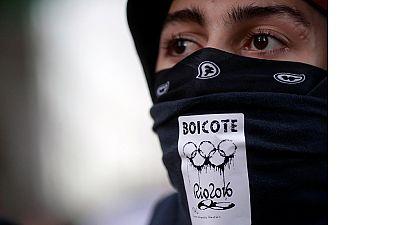 Rio 2016 : les manifestants perturbent le parcours de la flamme olympique