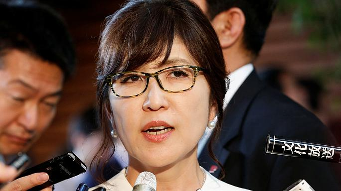 Новый министр обороны Японии выступает за пересмотр пацифистской конституции